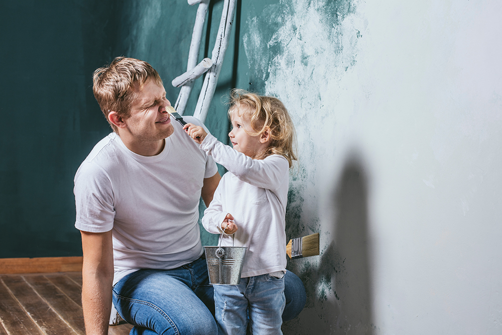 little-girl-painting-dads-face-1000px.jpg